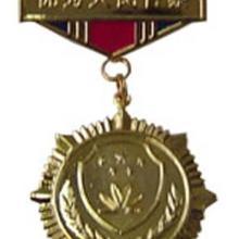 供应金属钥匙扣,金属奖章,水晶文具台,水晶香水瓶。