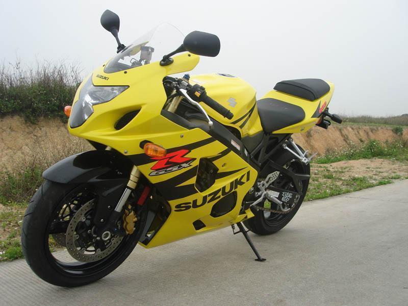 欣通摩托车行生产铃木街跑摩托车