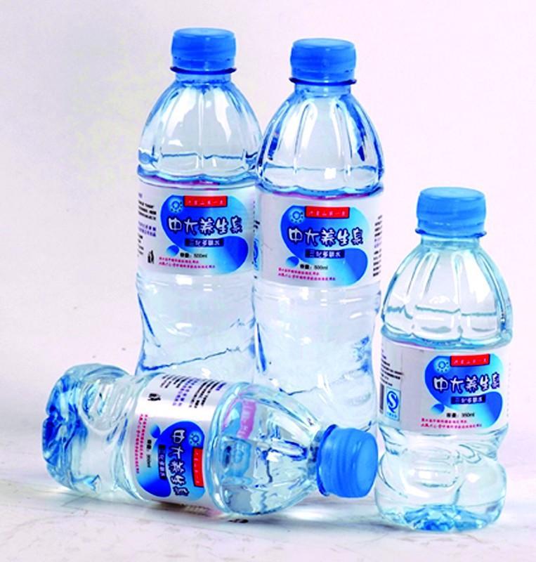 供应矿泉水瓶塑胶原料图片