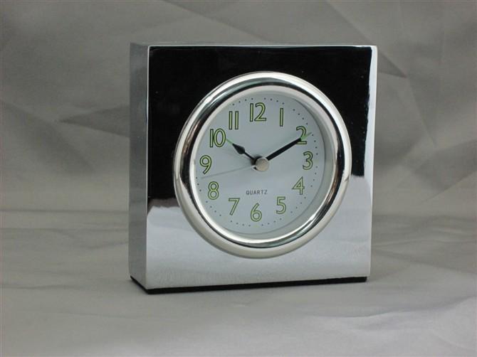 供应AT501四方形锌合金闹钟、金属进口机芯座钟石英钟、家居礼品木钟