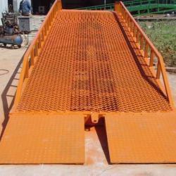 供應移動式液壓登車橋