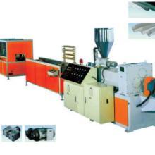 PVC异型材生产线塑钢门窗型材押出机组板材成型机图片