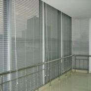 办公室垂直帘竖百叶帘图片