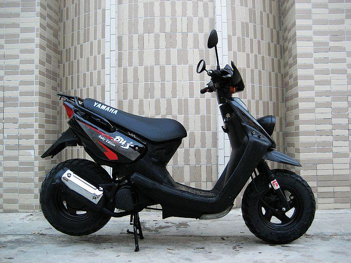 杨洋 摩托车行生产供应99年雅马哈bws50原版原高清图片