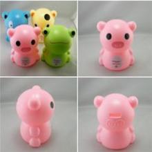 可爱粉红色礼品储钱罐-广告促销妮妮熊报价-加工搪胶塑料存钱罐