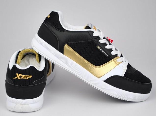 男式板鞋m23c231黑金