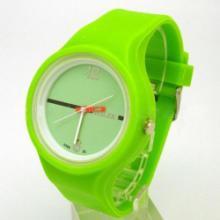 深圳手表厂供应新款果冻表,硅胶表,休闲时尚,大方创意,可做礼品用