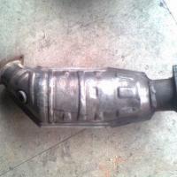 供应奥迪A4三元催化,电子扇,中缸总成,减震器,助力泵等汽车配件
