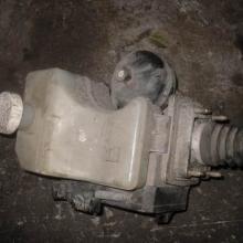 供应三菱V75刹车泵,发电机,起动机,水箱等汽车配件