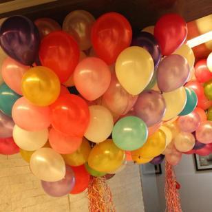 北京学校运动会气球放飞,批发氦气图片