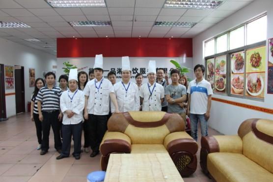 深圳大鹏布吉坪地哪里有重庆八哥酸辣粉技术加盟培训的