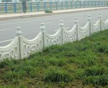供应草坪护栏围栏模具环保围栏图片