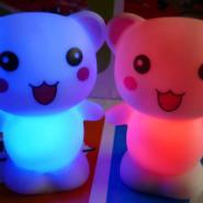 七彩开心熊小夜灯图片