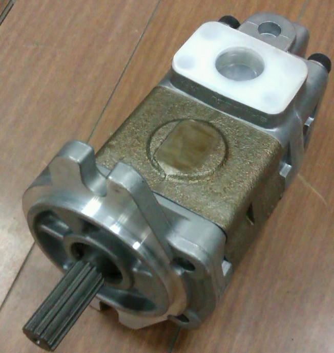 供应小松叉车配件6d95液压泵图片