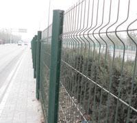 供应三角折弯型护栏网/市政围栏网/小区护栏网图片