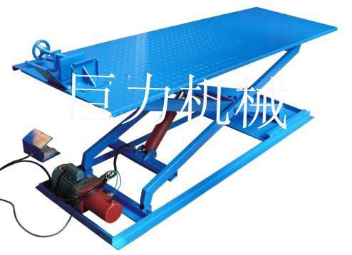 液压升降平台产品按照工作方式分为曲臂式液压升降机图片