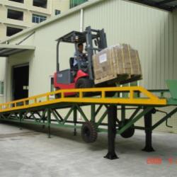 供應裝卸貨平台,訂做移動的固定的裝卸平台,移動式登車橋廠家