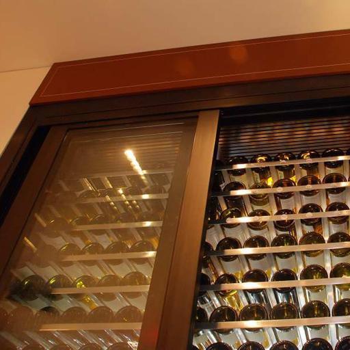 供应不锈钢玻璃酒柜
