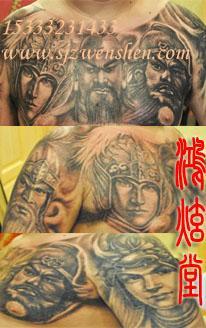 在这个纹身图案中,暖色调显然要多一些