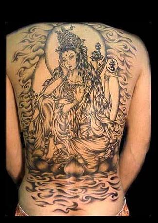 纹身时应该注意细节线条的流畅以及中央的大殊胜嘿噜图片