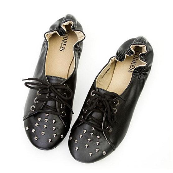 设计 铆钉/供应女式平跟鞋女单鞋户外鞋金属铆钉设计经典而又不失潮流图片