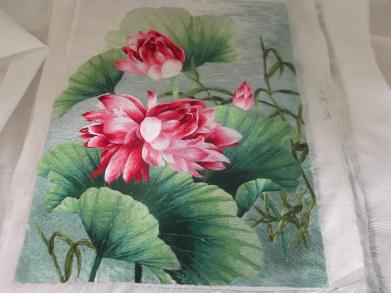 卓艺工艺刺绣厂生产供应荷花刺绣工艺品礼品装饰品乱图片