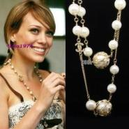金属镂空扭花球珍珠长款项链图片