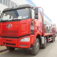 低平板解放挖机运输车价格厂家图片