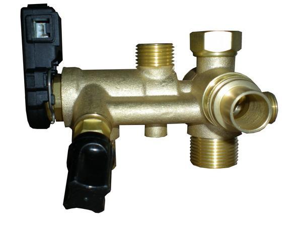 建议在壁挂炉的安全阀上加装一根排水管,以避免壁挂炉水压过高时带来图片