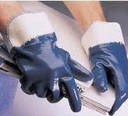 上海置安生产蓝色丁腈防油手套图片