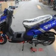 125cc小帅哥燃油助力车踏板摩图片
