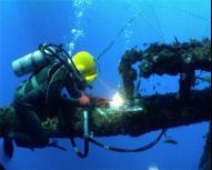 泰州中潜潜水摄像 潜水切割 潜水电焊  水下电缆 光缆敷设 检测 录像工程图片