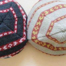 桐庐针织工厂供应拼色图案提花翻边帽批发