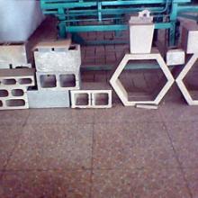 供应半自动水泥砖机小型液压制砖机