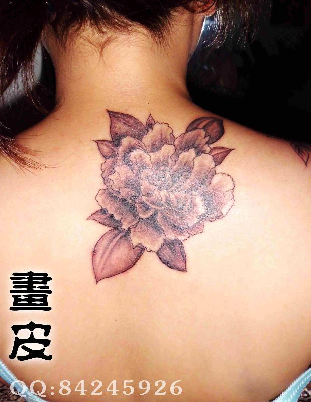 黑白牡丹花纹身图片