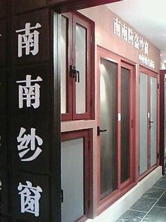 供应防盗纱窗欧洲全套进口的门窗生产线图片