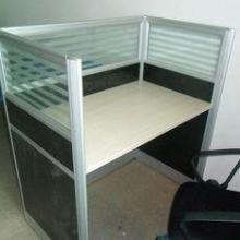 供应新乡办公用屏风桌价格,新乡屏风隔断定做,新乡屏风办公桌厂家图片