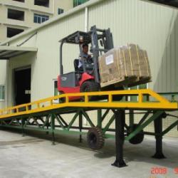 供应花都移動式登車橋 番禺移动式货柜车装货桥 珠海移动式装卸桥