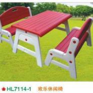 广西哪里有特价的幼儿园床桌子椅子图片