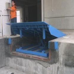 供應月式平台固定式液壓登車橋廣州鑫力叉車機械有限公司制造