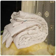 供应 送礼上选 小白点装饰 羊绒被子
