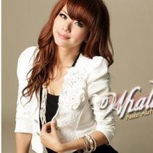 供应20655白色韩版女装2011秋冬气质花朵蕾丝泡泡袖短款小外套