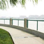 浸塑框架护栏网造价低廉安装便宜图片