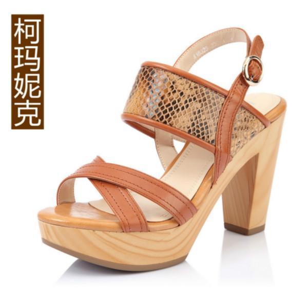 女式单鞋供应商生产供应优雅真皮女鞋搭扣粗跟凉鞋