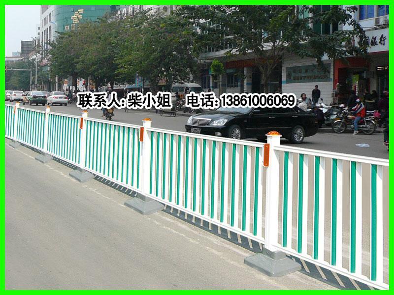 交通人行道隔离栏 高清图片