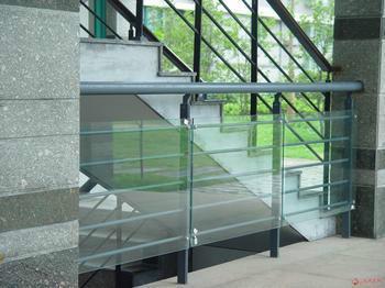 钢化玻璃护栏图片