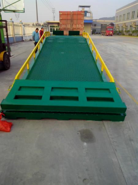 供应登车桥解决水泥槽卸货难度