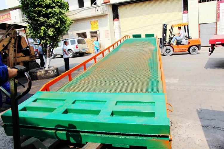 供应支腿特殊型移动式登车桥生产厂家