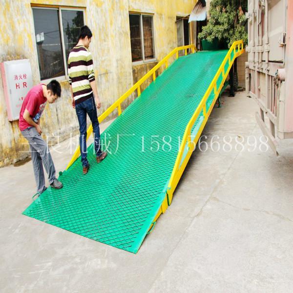 供应广东省移动式液压叉车登车桥10吨位