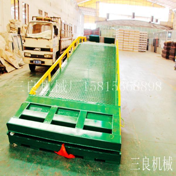 供应广东凤岗集装箱登车桥哪里买好   找佛山三良机械生产厂家现货直售